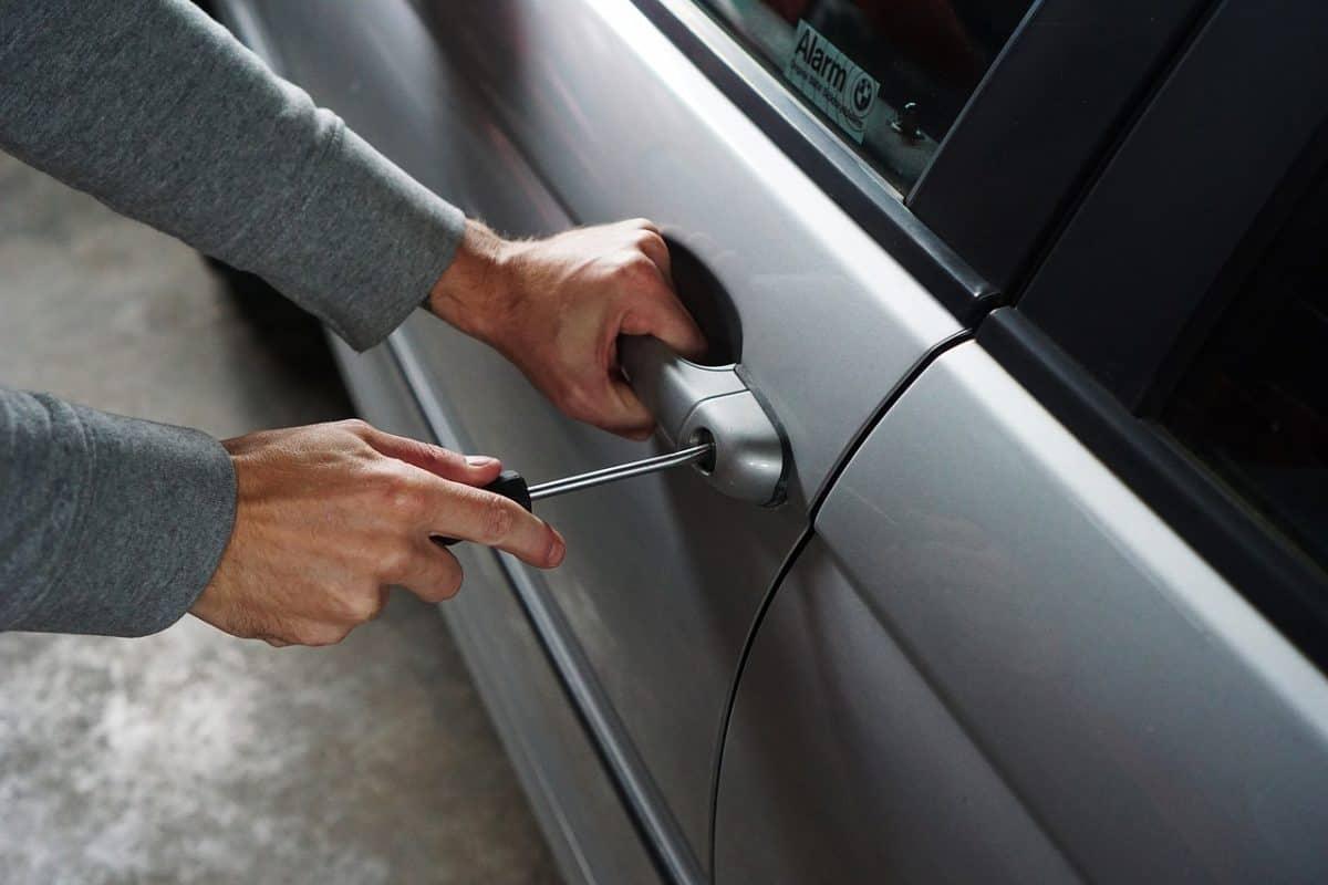 Jak uruchomić samochodowy monitoring GPS?